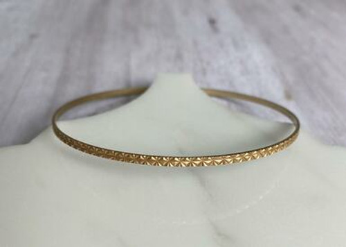 1705g Textured gold bangle