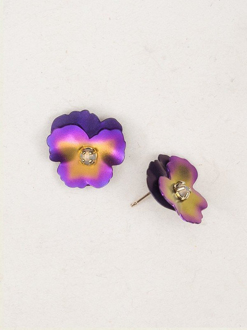 17806 purple pansy post earrings