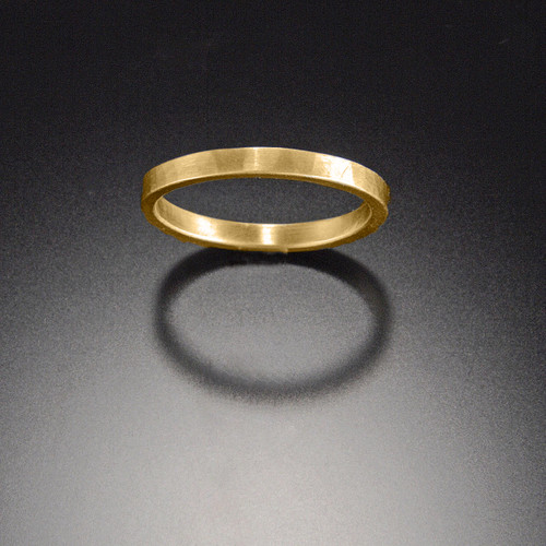 236WE23 18k Hammered Band