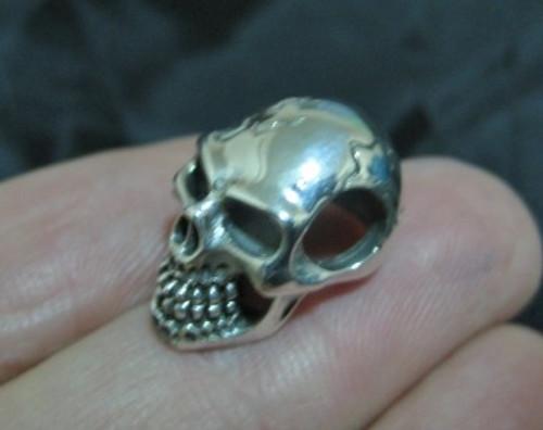 Photo 925 silver skull pendant left view