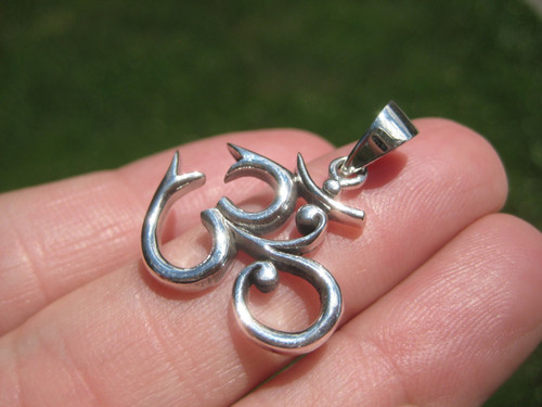 Photo 925 Silver ohm Pendant Tilted