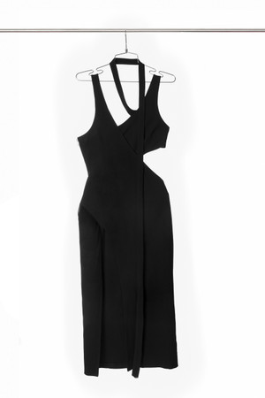 Vestido asimetrico envolvente en punto negro