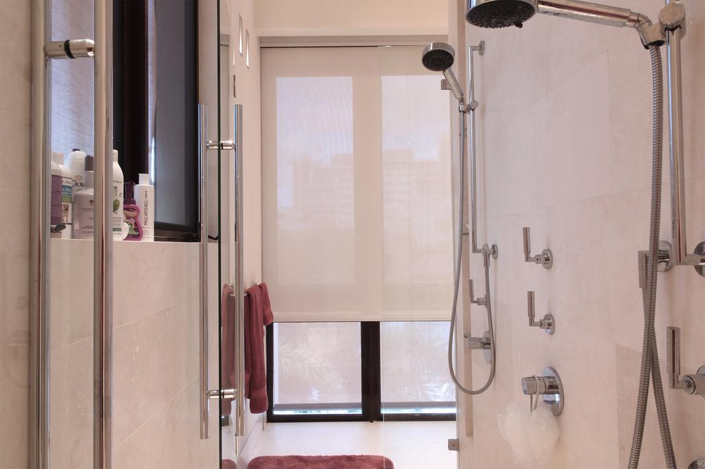 vertilux-rollershades-in-bathroom-028.jpg