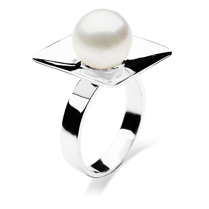FR005 (AAA 9-10mm White Freshwater Cultured Pearl Ring set in Silver)