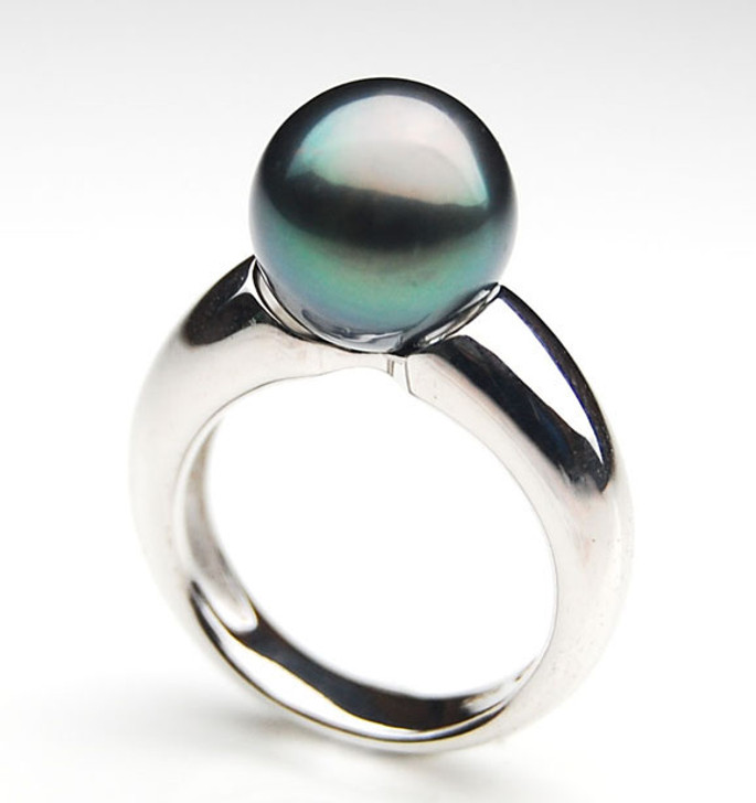 TR067 (AA 10mm Tahitian Black pearl Ring in Silver)