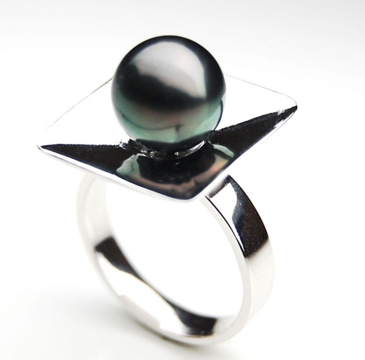 TR070 (AA 10mm Tahitian Black pearl Ring in Silver)