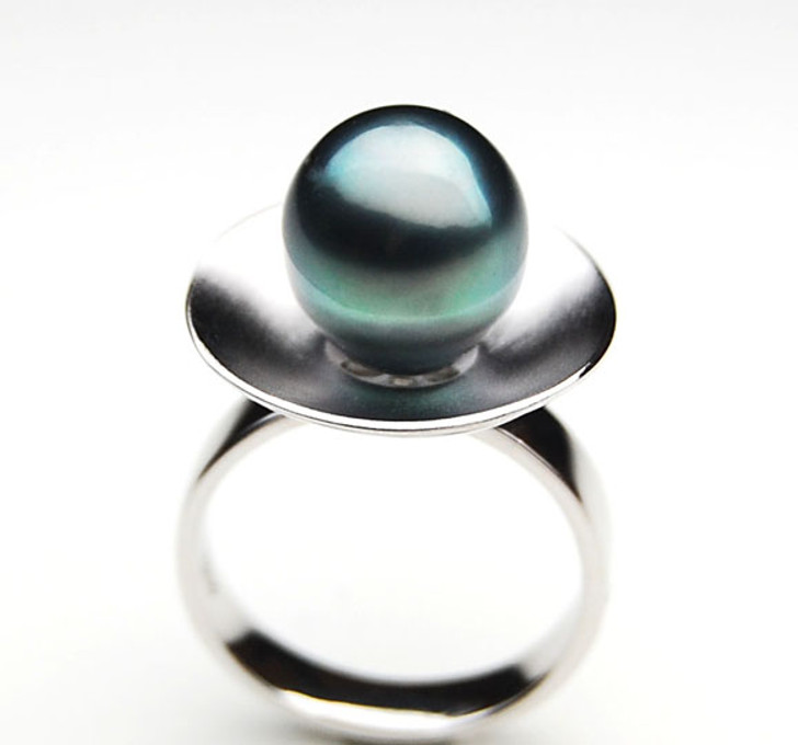 TR078 (AA 11mm Tahitian Black pearl Ring in Silver)