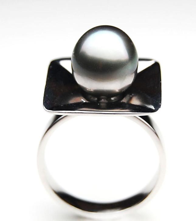 TR080 (AA 11mm Tahitian Grey  pearl Ring in Silver)