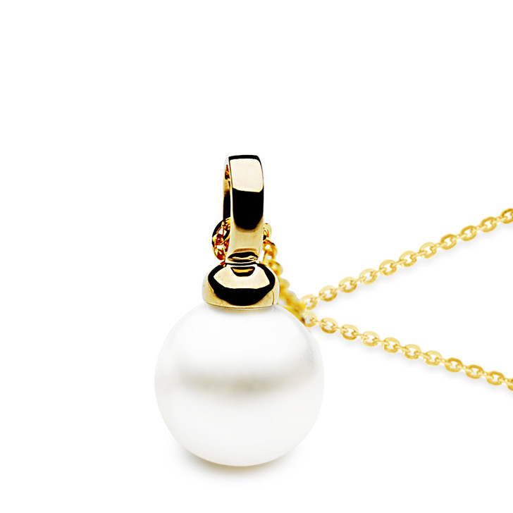 FP004  (AAA 11mm White Freshwater Cultured Pearl Pendant Yellow Gold)