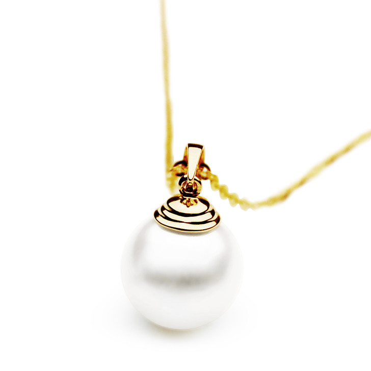 FP006  (AAA 11mm White Freshwater Cultured Pearl Pendant Yellow Gold)