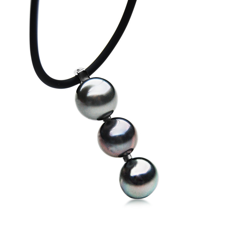 TP123a (AA+ 9mm Tahitian Silver Grey Pearl Pendant in Silver)