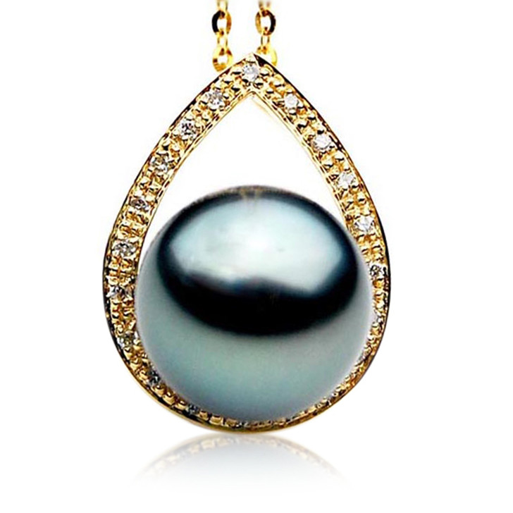 TP040 (AAA 12mm Tahitian Black pearl Pendant  and Diamonds in 18k Gold)