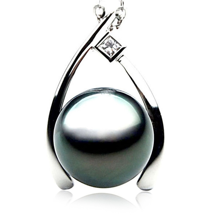 TP077 (AAA 13mm Tahitian Black pearl Pendant and Diamonds in 18k White Gold)