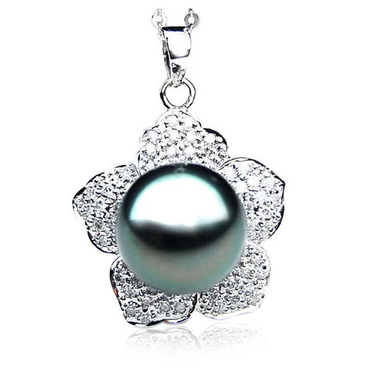 TP081 (AAA 13mm Tahitian Black pearl Pendant  and Diamonds in 18k White Gold)