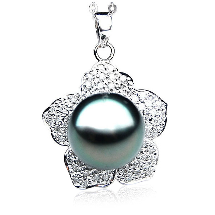 TP109 (AAA 14mm Tahitian Black pearl Pendant and Diamonds in 18k White Gold)
