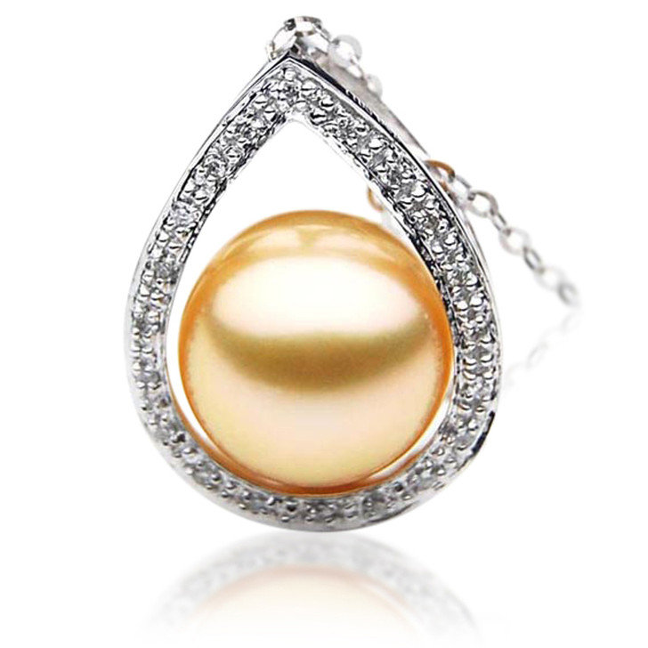 GP015 (AAA 11mm Australian Golden South Sea Pearl Pendant and diamonds )