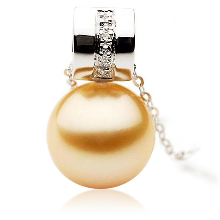GP063 (AAA 13mm Australian Golden South Sea Pearl Pendant and Diamonds)