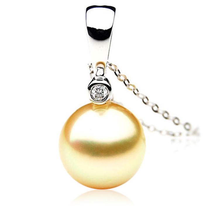 GP065 (AAA 13mm Australian Golden South Sea Pearl Pendant and Diamonds)