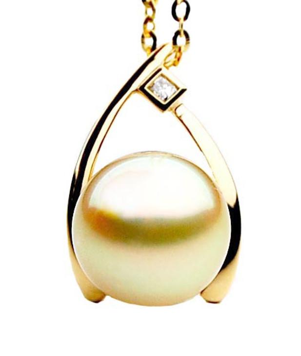 GP076 (AAA 13mm Australian Golden South Sea Pearl Pendant and Diamonds)