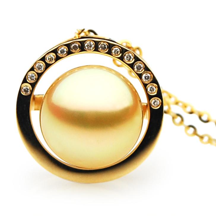 GP082 (AAA 13mm Australian Golden South Sea Pearl Pendant and Diamonds)