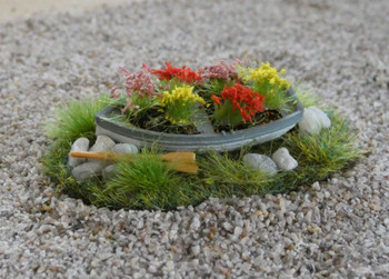 HSS Boat Planter With Flowers 00/HO