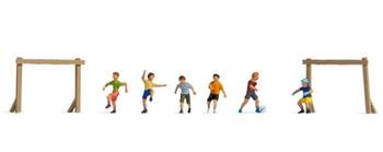NOCH 15817 Children On The Football Ground 00/HO Model Figures
