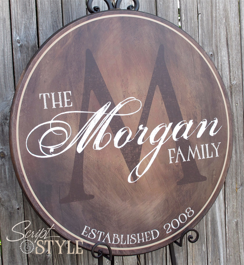 Round family name sign