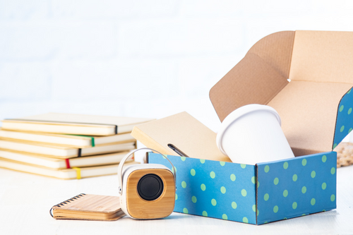 cutii carton pentru cadouri personalizate 240×175×85 mm