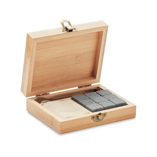 Dundalk, set whisky din piatra refolosibila in cutie cadou din bambus, cu posibilitate de personalizare corporate.