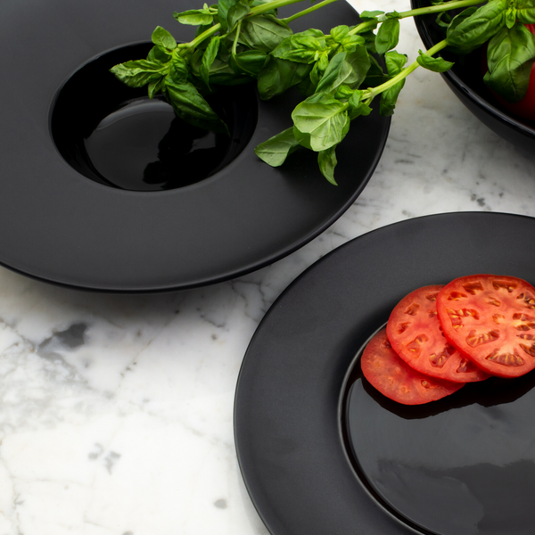 Bold, classic, refined. Make every single meal you prepare a 5 Star experience with the sleek and stylish Euro Essential Collection. The striking combination of matte and glossy glazes add a modern boost to your kitchen aesthetic, while the solid black hue ensures all your food pops – perfect for the Instagram aficionado or for impressing that important someone.