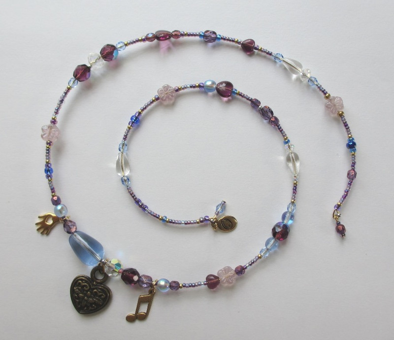 Blue and purple beads represent the night while watery teardrops reflect the depths of Tosca's despair.