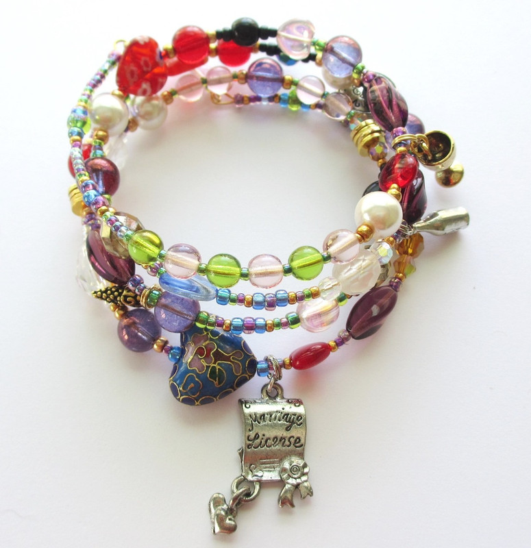 The Elixir of Love bracelet tells the story of the opera with symbolic beads and charms.