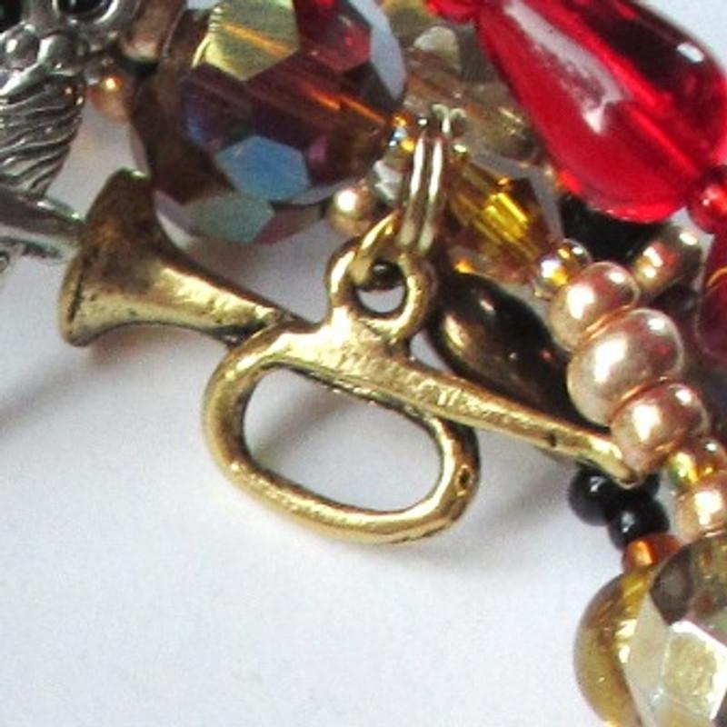 Ernani bracelet detail: the horn of doom