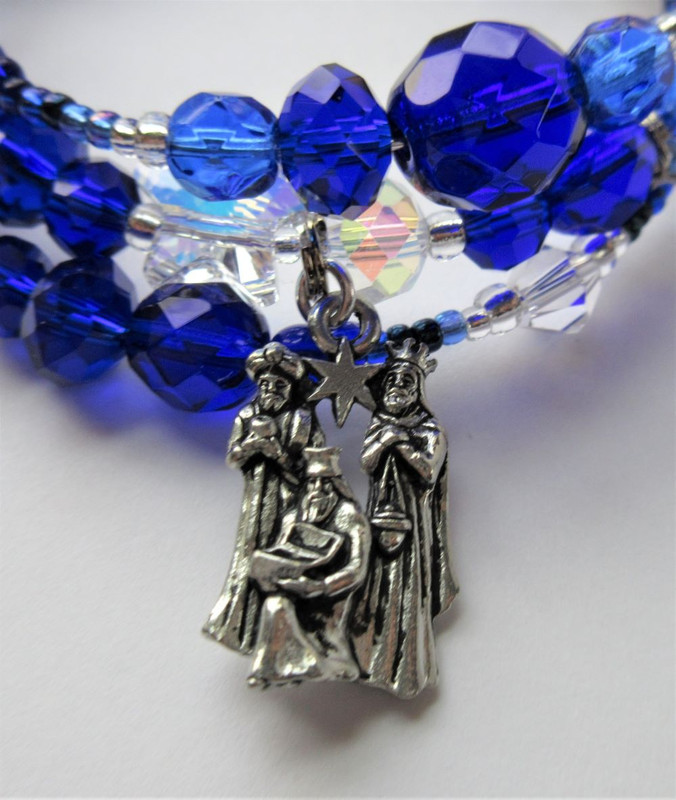 """The Magi charm reflects the visitors: """"From Far Away We Come"""""""