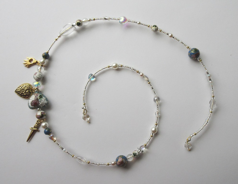 White and clear beads symbolize the purity of Liu's love. Cloisonné and porcelain beads represent the setting of China.