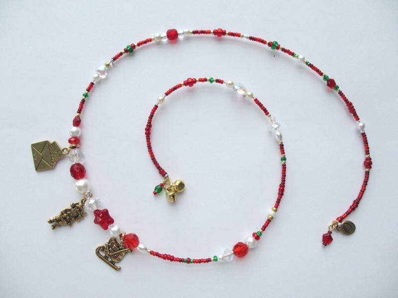 "A unique charm bracelet celebrating ""The Night Before Christmas"""