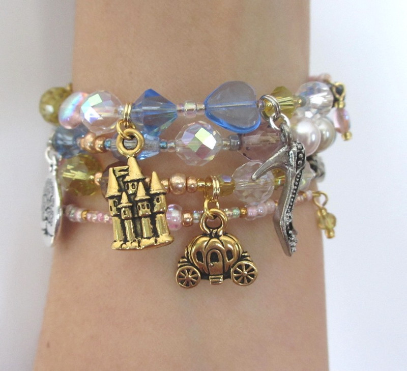 The Prince's castle, enchanted coach and magic wand charm enhance the Cendrillon Opera Bracelet.