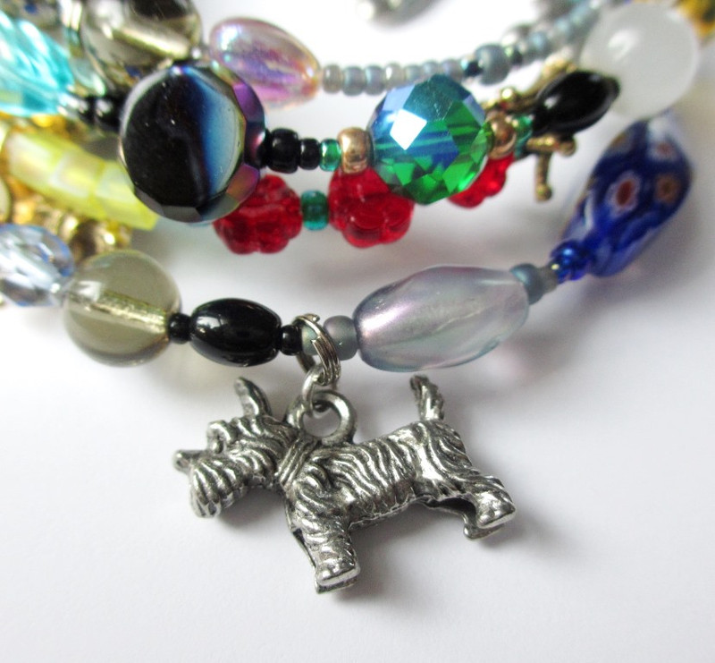 Toto is symbolized by a charm and a small oval black bead.