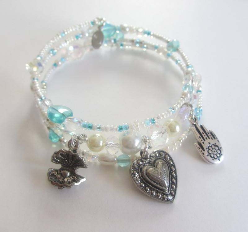 The Pearlescent Love Bracelet is inspired by the opera The Pearl Fishers by Bizet.