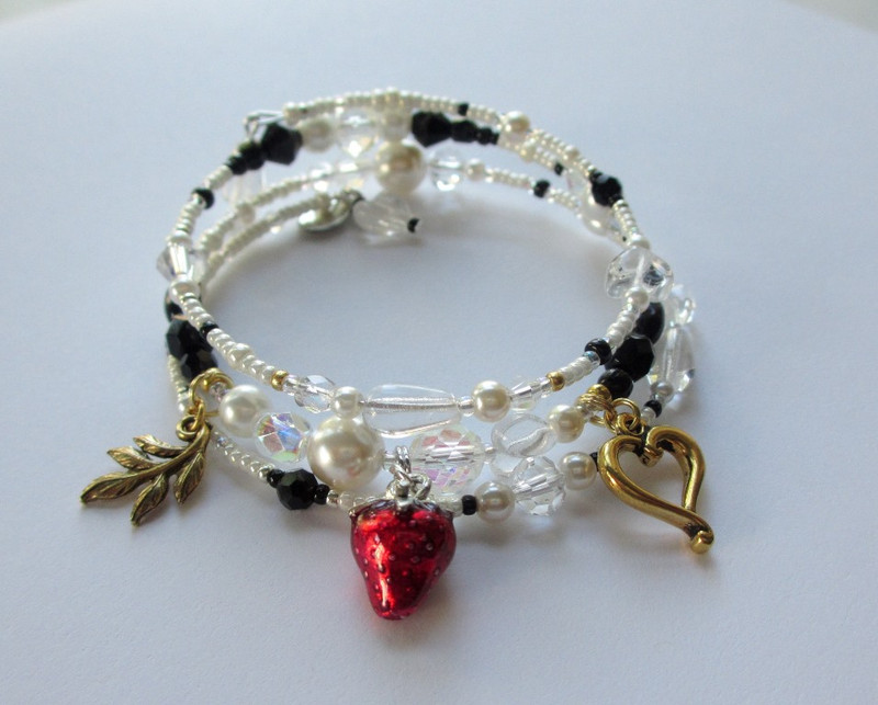 The Desdemona Bracelet is inspired by the tragic character from Verdi's opera Otello and Shakespeare's play Othello.
