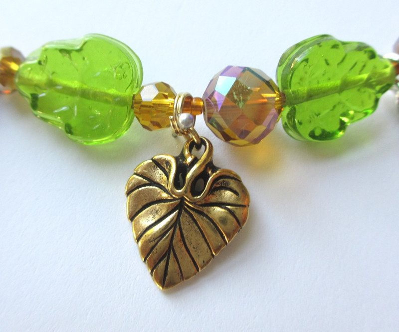 Bright green glass leaves and a leaf charm evoke the miracle of leaves sprouting from the Pope's staff.