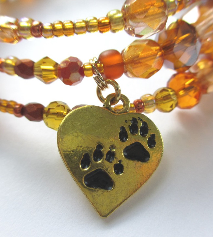 A heart charm embossed with the Vixen's paws evokes the theme of love.