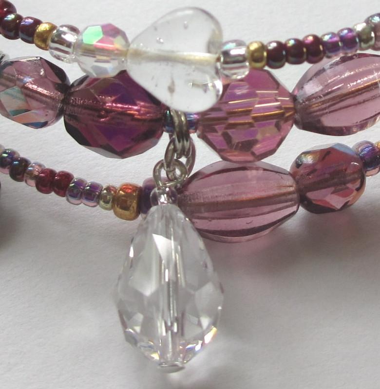 Una Furtiva Lagrima Bracelet detail: Crystal teardrop
