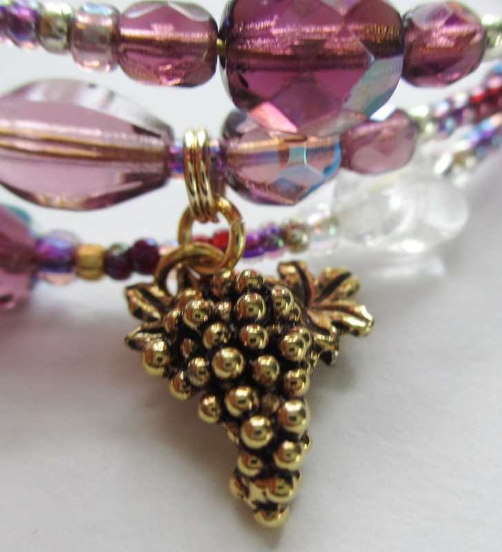 Una Furtiva Lagrima detail: Grapes charm.