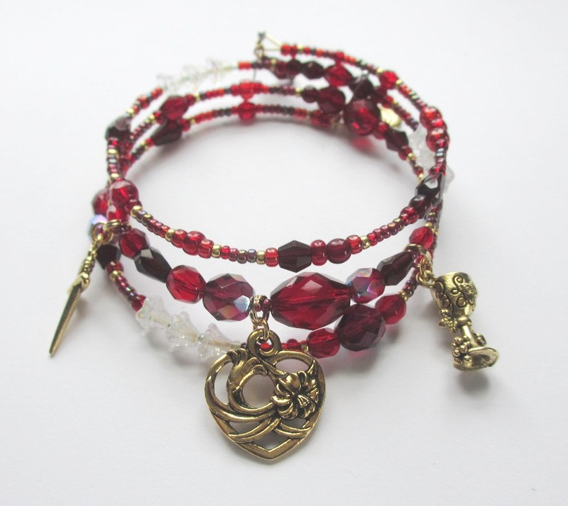 The Turiddu's Fate Bracelet is inspired by the characters of Mascagni's Cavalleria Rusticana.