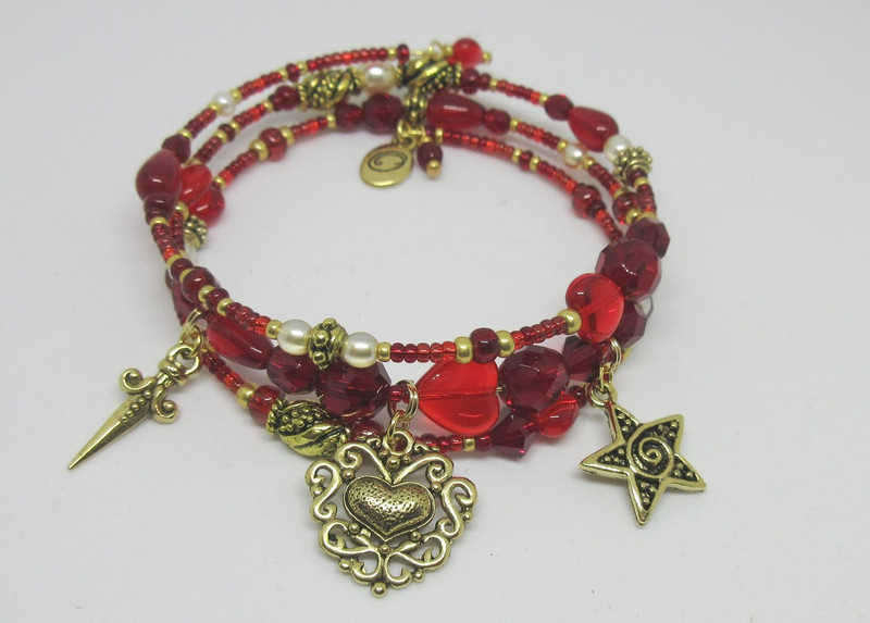 Red and garnet beads and crystals evoke brocade, velvet and other rich fabrics of the Shakespearean stage.