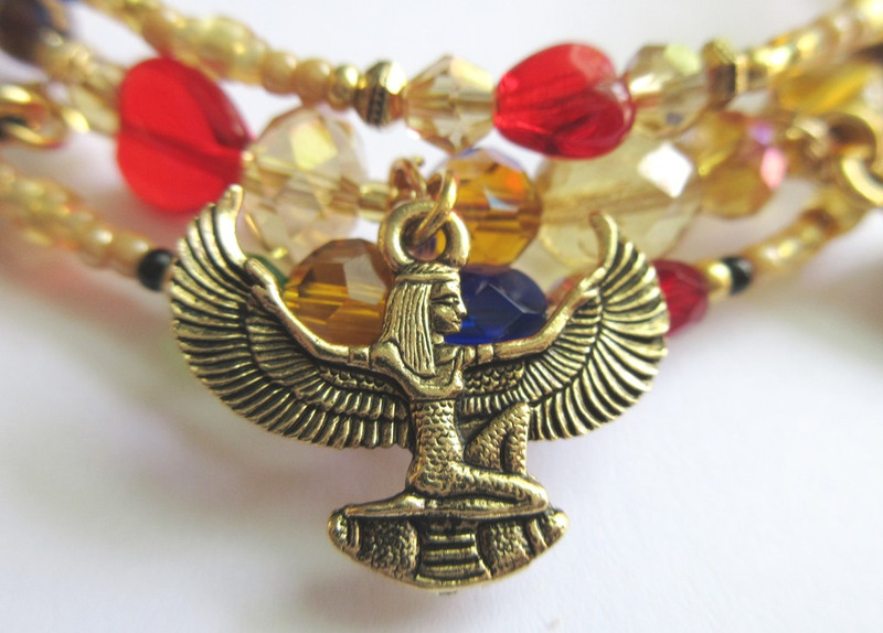 A charm of the goddess Isis symbolizes Amneris's final prayer that heaven be opened to Radames and Aida.