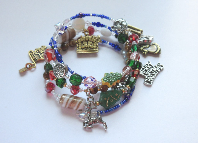 "Bead and charms tell the story ""The Night Before Christmas"""