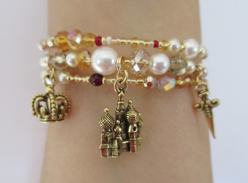 Gold beads and crystals with pearls evoke historical paintings of Boris Godunov.