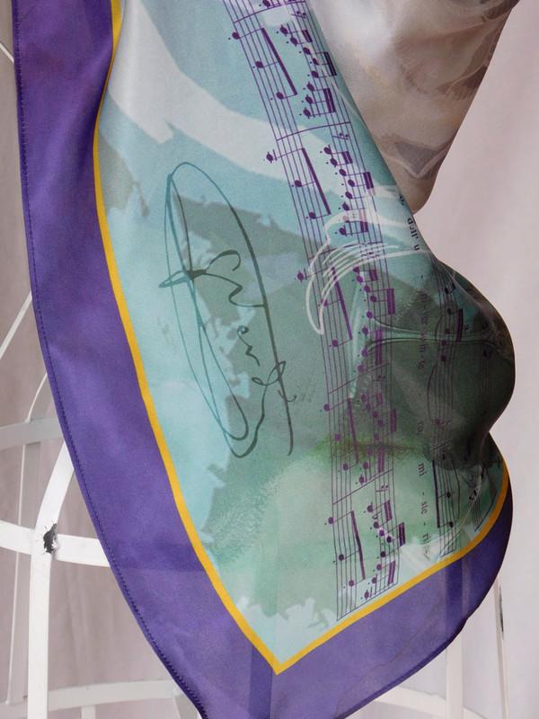 La Traviata Scarf - Verdi signature detail